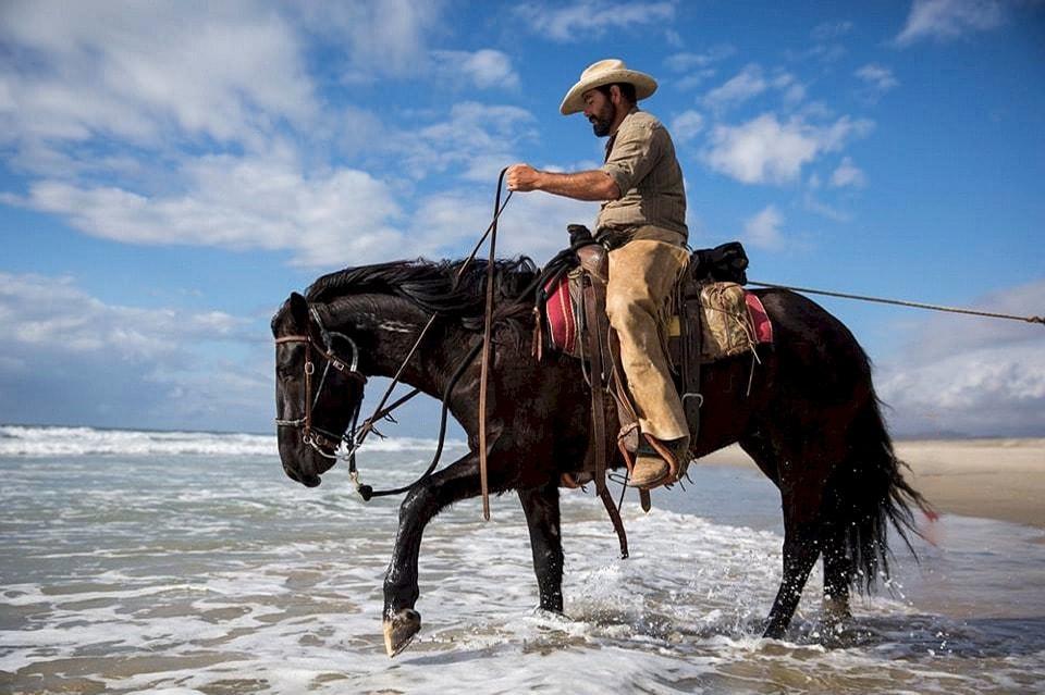Если двое едут на одном коне, одному из них придется сидеть сзади (еврейская)
